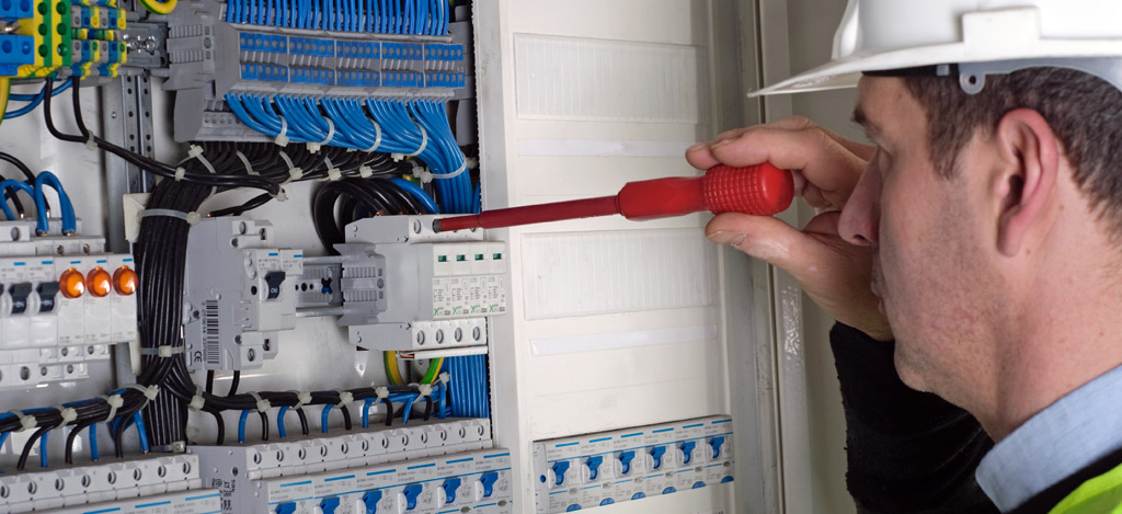 Photo of electrician during measurment